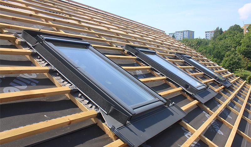 Pose de velux sur toiture | LAMANCHE CHARPENTE