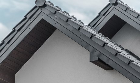 Installation d'habillage en PVC de sous-toiture à Bonson