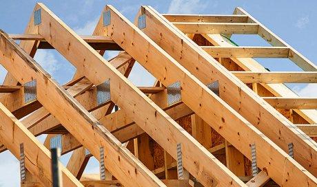 Installation d'une charpente pour une maison individuelle à Bonson